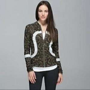 Lululemon Find Your Bliss Jacket in Camo / Olive